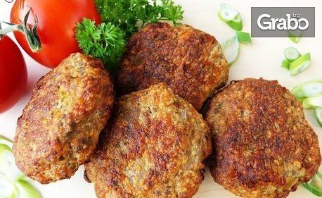 1.37кг плато с пържени кюфтета, телешки суджук на скара, хрупкави пилешки филенца, пикантни картофки и чеснов сос