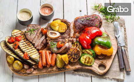 1810гр апетитно плато! Пилешко и свинско месце, пикантни картофки и чеснов сос