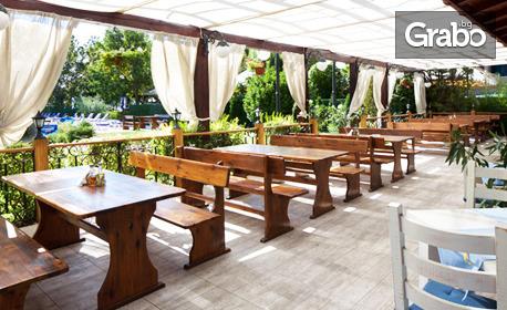 Почивка в Слънчев бряг! Нощувка със закуска и възможност за вечеря, плюс басейн - на 88 крачки от плажа
