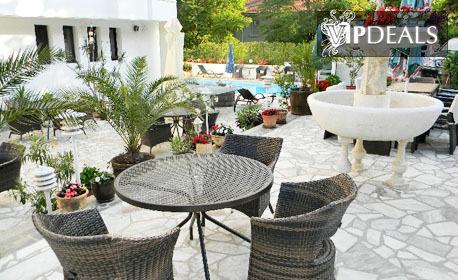Великден в Созопол! 2 или 3 нощувки със закуски и вечери, едната празнична - на 8 минути от плажа