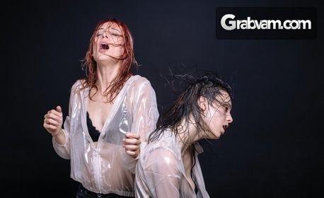 """Носителката на Икар Весела Бабинова в спектакъла за възрастни """"Пияните"""" - на 12.11"""