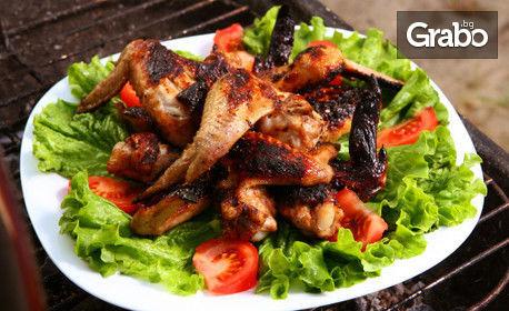 1310гр апетитно плато! Пилешки филенца с корнфлейкс, бекон на скара, пилешки крилца на скара, пикантни картофки и чеснов сос