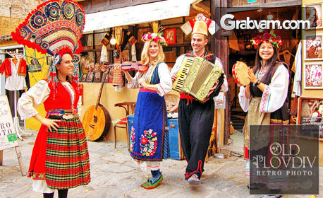 Пролетна фотосесия в автентичен български костюм