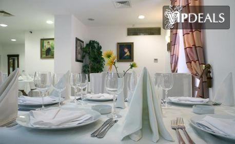 Нова година в Плевен! Нощувка със закуска и празнична вечеря с участието на Люси Дяковска, плюс релакс зона