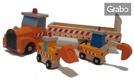 Подарък за малчугана! Дървено камионче с ремарке и две багерчета
