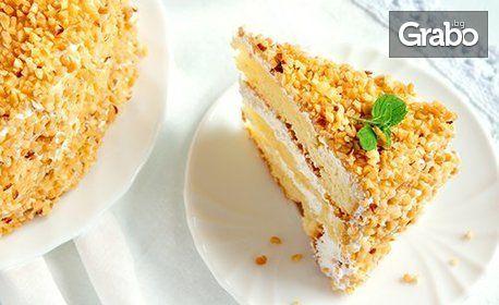 Парче торта по избор от менюто, плюс топла напитка и натурален сок