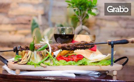 Апетитна скара с гарнитура - върху пърленка и апетитка с люта чушка