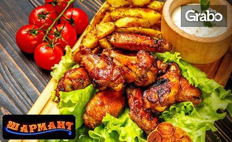 Вкусно плато с месце на барбекю на дървени въглища и пържени картофки
