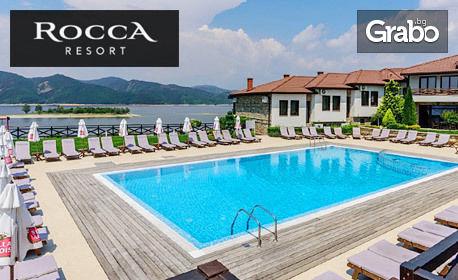 изображение за оферта Почивка за двама на брега на язовир Кърджали! Нощувка със закуска и вечеря, плюс външен басейн, от изцяло реновирания Комлекс Rocca Resort***