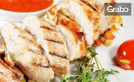 Печена пилешка пържола и салата, по избор