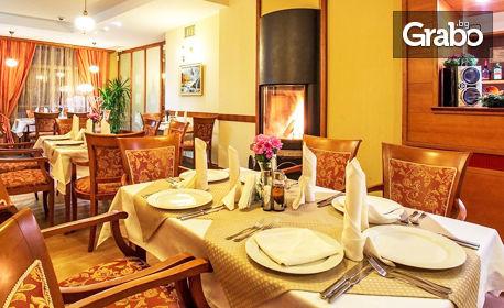 През Декември в Боровец! Нощувка със закуска и вечеря за един или двама