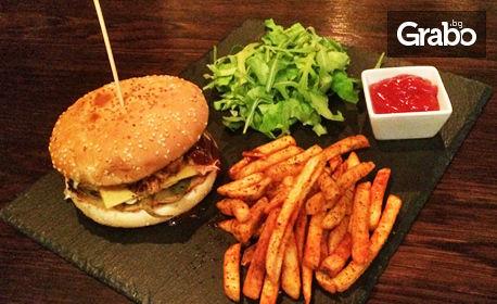 Бургер с пилешко месо, плюс пържени картофки и микс от зелени салатки