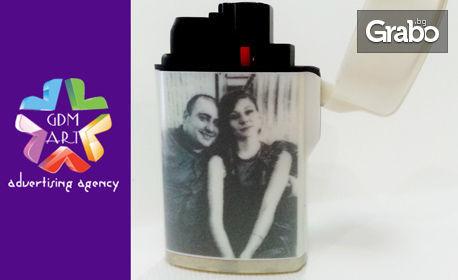 Гравиран подарък - ключодържател, химикал, запалка, визитник или комплект аксесоари, или запалка с ваша снимка