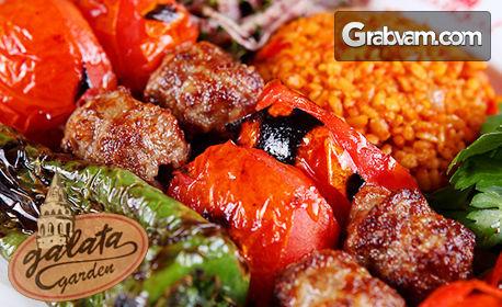 Опитай турската кухня! Доматесли кебап или Аджъ доматесли, плюс гарнитура и разядка