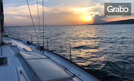 2 часа разходка с луксозна яхта около Несебър, Равда, Слънчев бряг, Свети Влас и нос Емине - с напитки и сезонни плодове