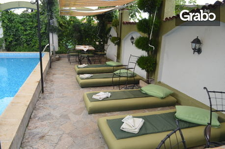 Салата и основно ястие, по избор, с възможност за ползване на басейн