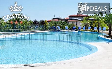 Лято за двама в Созопол! 3 или 5 нощувки със закуски и възможност за вечери, плюс открит басейн