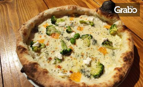 2 броя хрупкава пица по избор от менюто