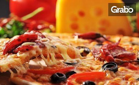 Гръцка салата и хрупкави пилешки пръчици с млечен сос, или пица и чийзкейк