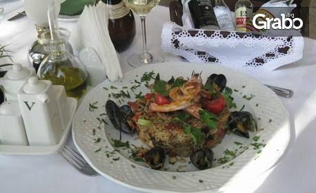 Средиземноморска кухня! Салата и основно ястие, по избор