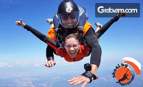 Тандемен скок с парашут край Ихтиман, плюс видеозаснемане - за един или двама