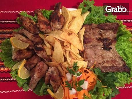 1050гр плато - пилешки крилца, свински ребърца, картофки и сос