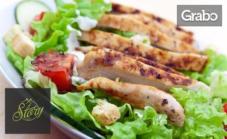 Крехко пилешко филе със сос Тай и сотиран спанак с киноа и чери домати