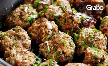 1.8кг хапване! Плато със сръбска скара или пилешки специалитети, пържени картофки и свежи салати