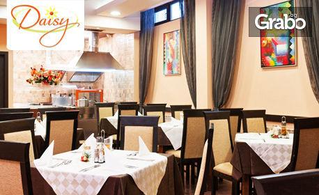 Юлска почивка в Боровец! Нощувка със закуска и вечеря за двама
