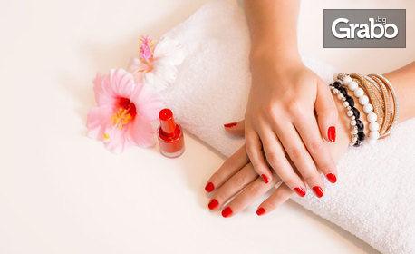 Възстановяваща терапия за ръце и нокти, маникюр или педикюр с гел лак