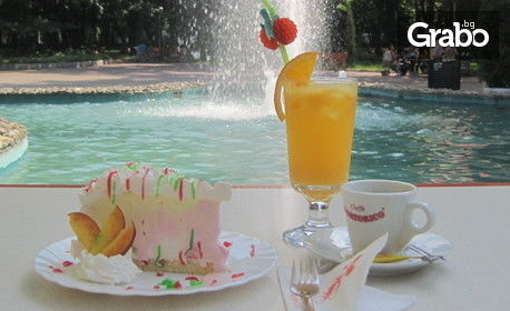Кафе, плюс цитронада или оранжада, и плодова сладоледена торта