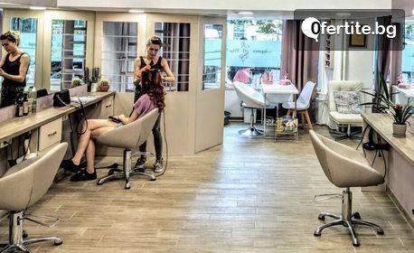 Маникюр или козметичен педикюр - с лак OPI или с гел лак SNB