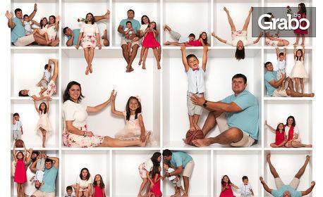 """Семейна фотосесия """"In the box"""" с 15, 25 или 35 обработени кадъра, плюс колаж"""