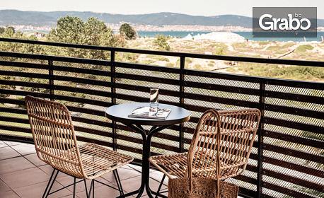 Отпразнувай лятото в Слънчев бряг! Нощувка със закуска, плюс външен басейн - на 400м от плажа