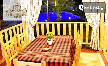 Цяло лято в Черноморец! Нощувка със закуска, обяд и вечеря