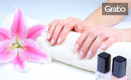 Маникюр с лак или гел лак, плюс SPA терапия за ръце, или ноктопластика с удължители или изграждане с Polygel