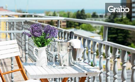 През Юли и Август в Слънчев бряг! 2 или 3 нощувки със закуски и възможност за вечери - на 250м от морето