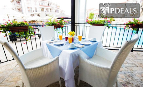 Лято в Ахелой! Нощувка със закуска и вечеря - за двама възрастни с едно дете, или за трима, плюс басейн и релакс зона