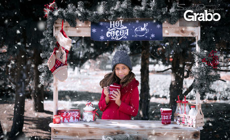 Коледна фотосесия на открито със зимен декор - с 10 или 15 обработени кадъра и бонус - дигитален колаж