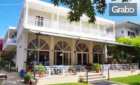 На остров Лефкада през Септември! 3 нощувки със закуски, транспорт и възможност за парти круиз
