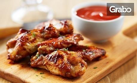 Комбо меню по избор - крилца, пържола, кюфтета и картофки или панирани хапки със сосчета