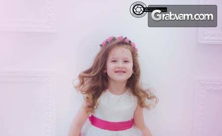 Семейна фотосесия в студио или на открито - с 10 или 20 обработени кадъра и принтирани снимки