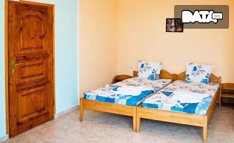 Почивка в Равда през Септември! Нощувка, плюс ползване на басейн - на 150м от плажа