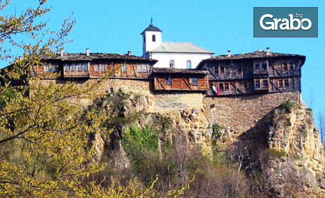 Виж пещера Проходна, Луковит, Крушунските водопади и Етъра! Нощувка със закуска и транспорт