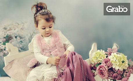 Детска студийна фотосесия с 5 или 10 обработени кадъра и един или два декора