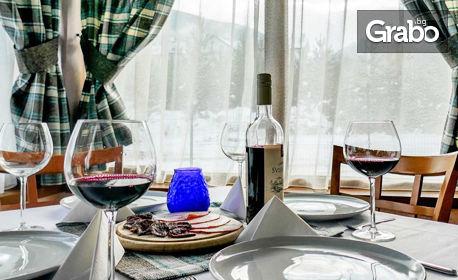 Отпразнувай 8 Декември в Банско! 2 или 3 нощувки със закуски и празнична вечеря, плюс басейн и релакс зона