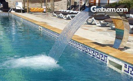 Вход за басейн и джакузи с минерална вода, плюс шезлонг и чадър, в с. Минерални бани