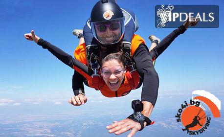 Подари незабравимо изживяване! Тандемен скок с парашут край Ихтиман, плюс видеозаснемане
