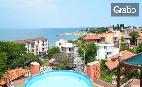 През Септември в Черноморец! Нощувка със закуска, плюс басейн - на 50м от брега на морето