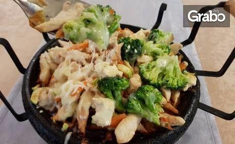 1.1кг Сач Бавария - пилешко филе, моркови, тиквичка, броколи, топено сирене, кашкавал и сметана